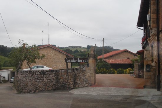 Posada Herran: approach to hotel