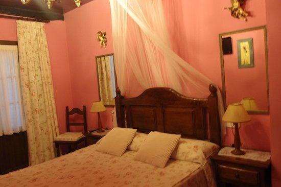 Posada Herran: pink room