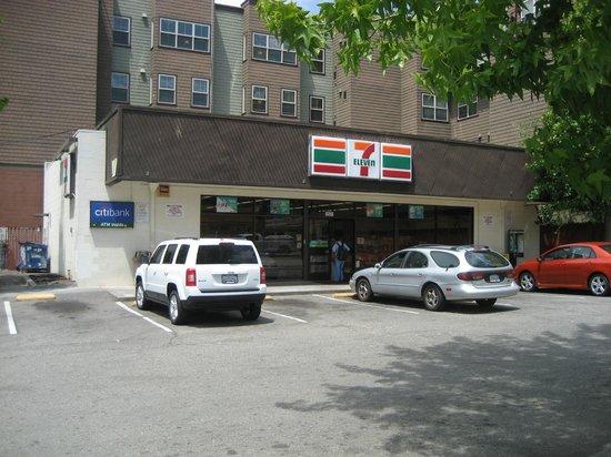 Berkeley Rodeway Inn : 7-eleven nearby hotel