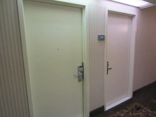 Comfort Inn & Suites Syracuse Airport: Two doors