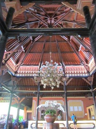 Bali Garden Beach Resort: Reception area