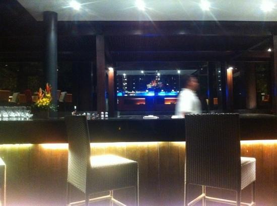Sands & Wine Cellar: Nice modern bar!