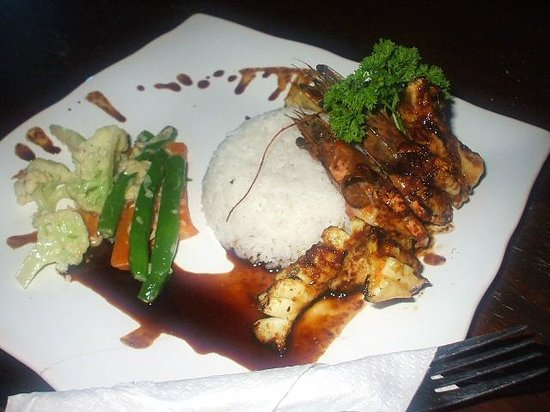 Lembongan Made Inn : Mixed seafood grill ( with chicken not fish) 45,000