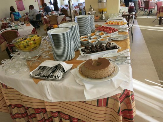 Sao Miguel Park Hotel : Dessert table at dinner buffet