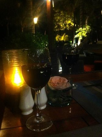Sands & Wine Cellar: Good wine with a nice view on the beach