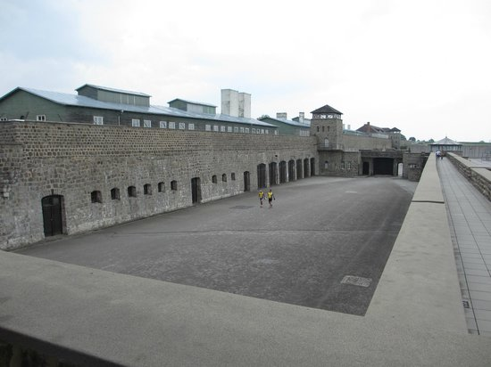 Mauthausen : Entrance to the Camp
