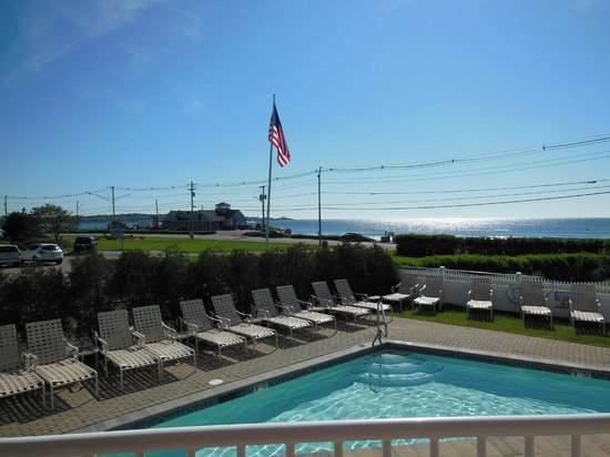Anchorage Inn: pool view