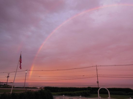 Anchorage Inn: rainbow over long sands beach!