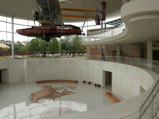 SC Johnson Headquarters : Fortaleza Hall - Spirit of Carnaúba airplane