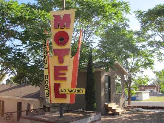 Lake Powell Motel: office / old sign