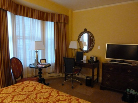 The Inn at Union Square: room 403