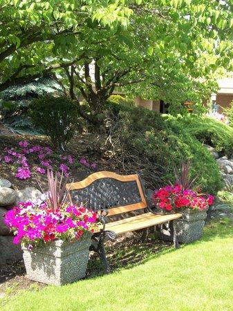 Mirabeau Park Hotel: Relaxing, sunny courtyard