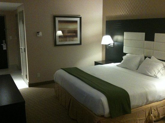 Holiday Inn Express & Suites Ottawa West - Nepean: Wonderful bed