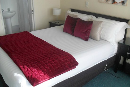 Accolade Lodge Motel: Comfortable bed