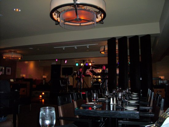 """Max At Mirabeau: The Lounge and """"Limosine"""""""