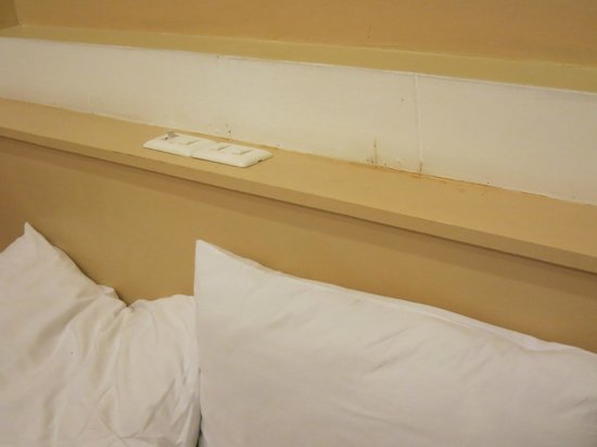 Eurana Boutique Hotel: Dirty walls and shelves.  Sheets did not seem clean.