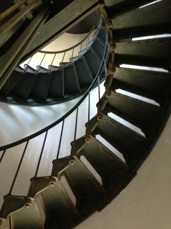 Point Arena Lighthouse & Museum: Always beautiful to see the stairs in a lighthouse