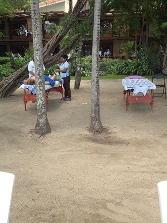 Hotel Bosque del Mar Playa Hermosa: Their idea of spa. Public massages. Strangers will offer to you as you walk the beach. Gross.