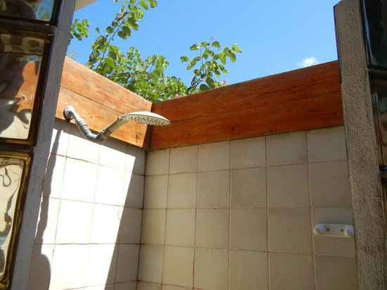 Villa Alegre - Bed and Breakfast on the Beach: outdoor shower
