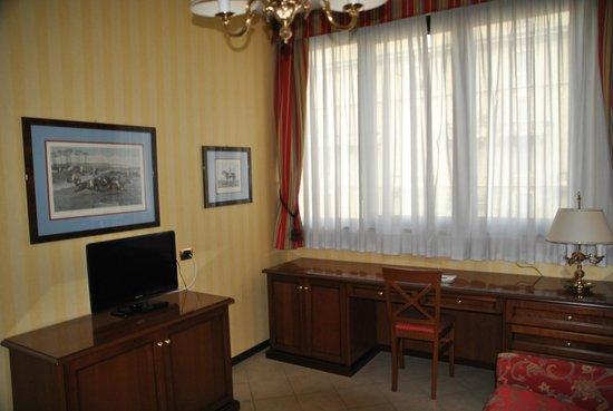 ATAHOTEL Linea Uno Residence: TV