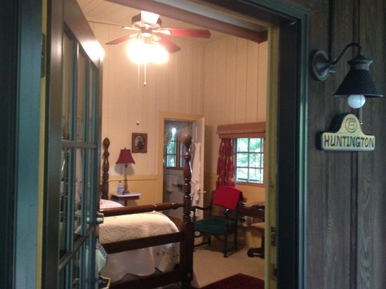Old Crocker Inn: Room from outside