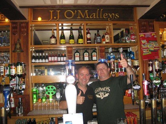 J.J O'Malleys Bar & Restaurant: Me and Steve the owner....bloody champion
