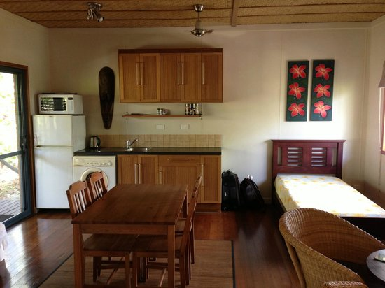 Cocos Castaway: Kitchen area and the extra bed