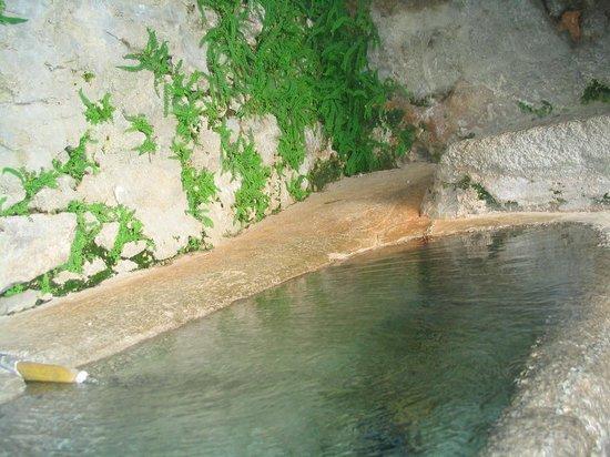 Dorres, France: Baignoire taillée dans un bloc de granite