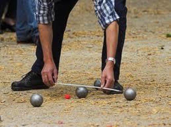 Chez Raymond: terrain de boule a kunti
