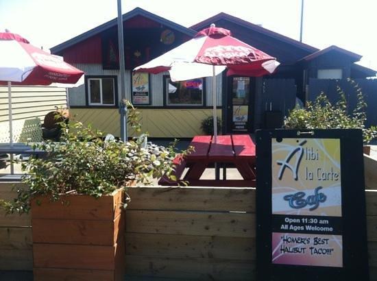 Alibi Bar & Cafe: Outdoor seating