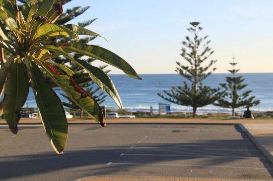 Seashells Scarborough: Beach and car park