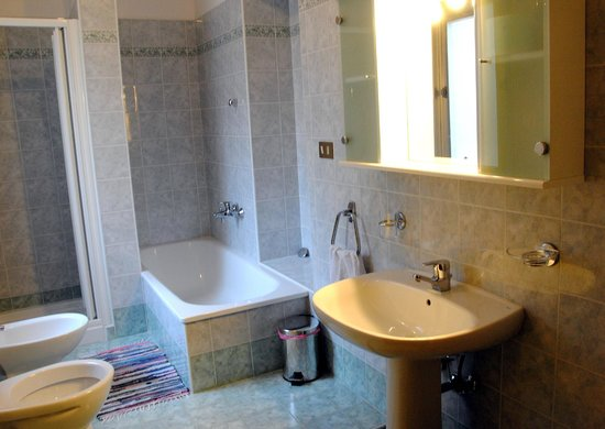 Advantage Accommodation Affittacamere: Bagno Vasca