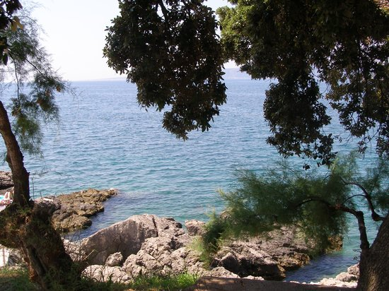 Drazica Hotel : l'hôtel côté mer