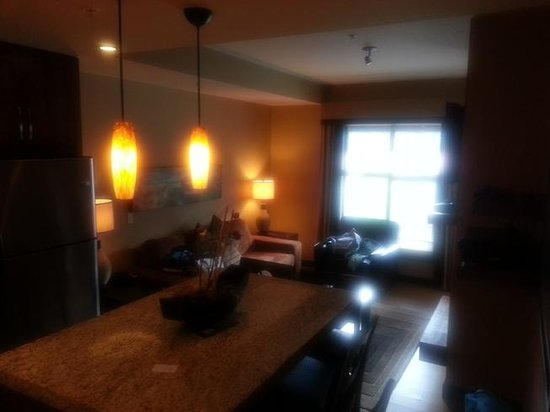 Silver Creek Lodge: Dining & Living room