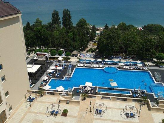 Melia Grand Hermitage: Вид на бассейн
