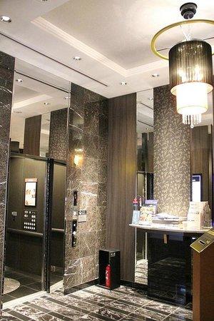 APA Hotel Shibuya Dogenzakaue : Elevator Area on the ground level