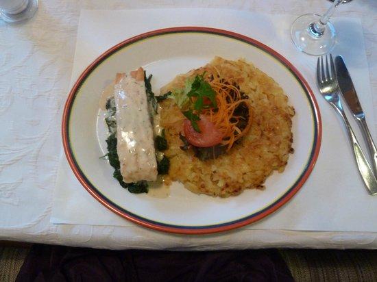 Hotel Oberland Restaurant : Salmon, delicious Rosti