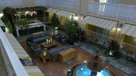 Hollywood Hotel: Courtyard view from balcony