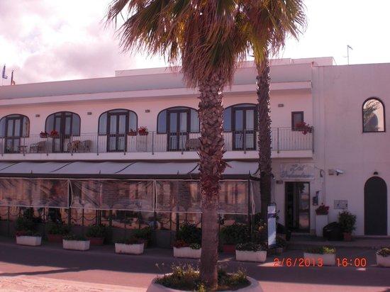 Hotel Profumo di Mare: Face à l'hotel