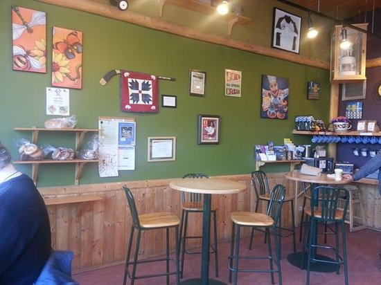 Bear's Paw Bakery: Seating area