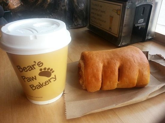 Bear's Paw Bakery: The famous Bear's Paw