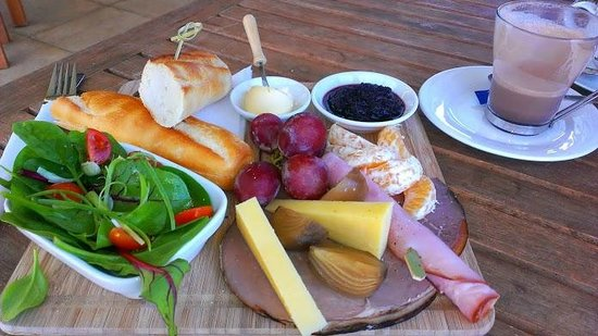 Metricup, Australia: ploughman s platter and Hot Chocolate