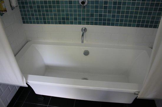 Ffynnon: Annis Bathroom - Bath