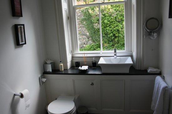Ffynnon: Annis Bathroom