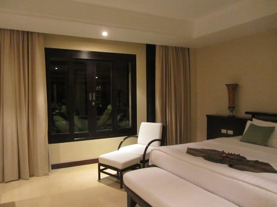 Movenpick Resort & Spa Karon Beach Phuket: window