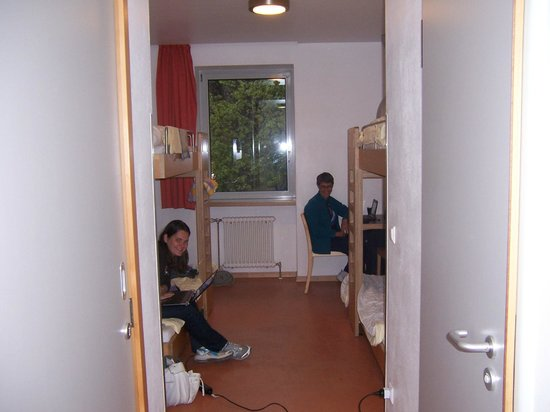 Youth Hostel Luxembourg City: Two bunks and a small table.