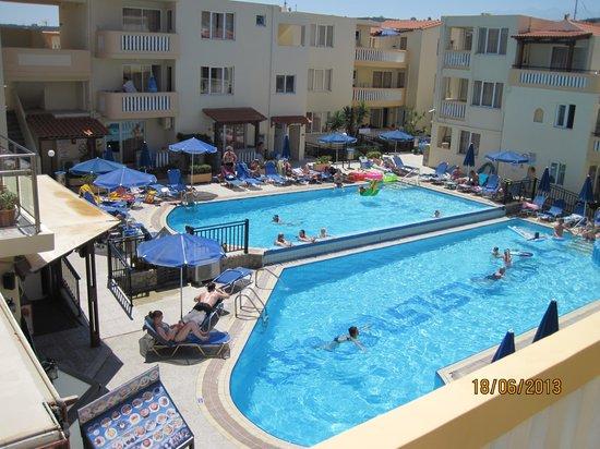 Menia Beach Hotel: baseng