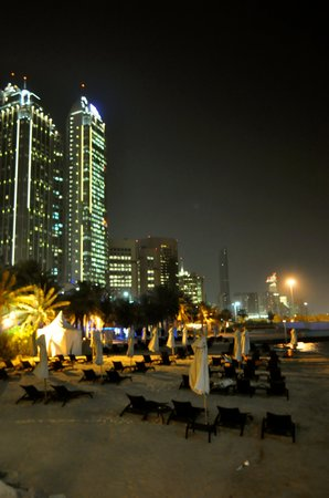 Sheraton Abu Dhabi Hotel & Resort: Front Beach View