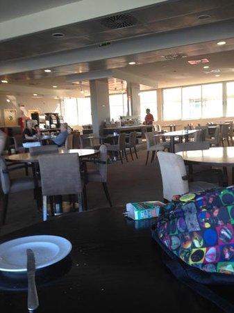 Holiday Inn Express Lisbon Oeiras: pequeno almoço