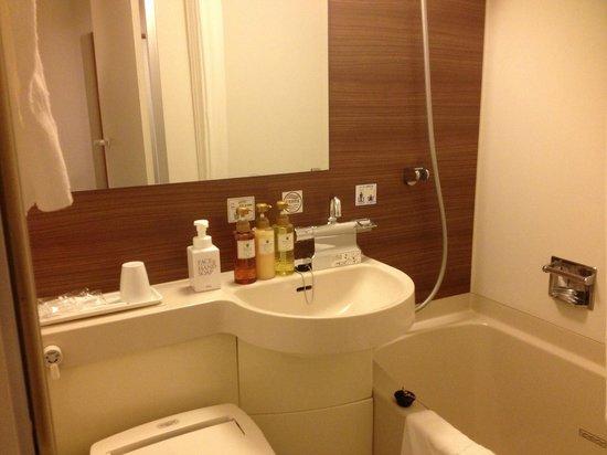Via Inn Shin-Osaka West: バスルーム